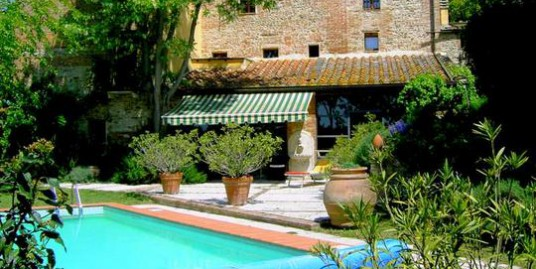 Colonica-Country house in Sienese  Crete